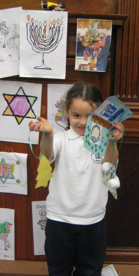 Child enjoying the Christmas craft event