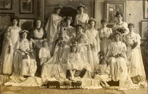 Queen Agnes II and former May Queens (1909)