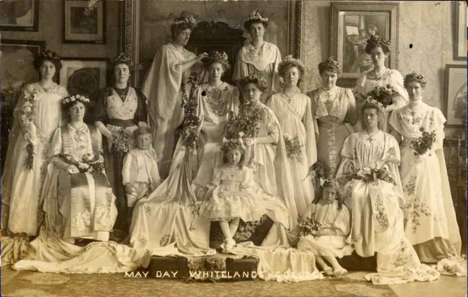Queen Agnes II and former May Queens, 1909