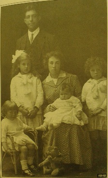 Family, 1918(Family Photographs & how to date them by Jayne Shrimpton)