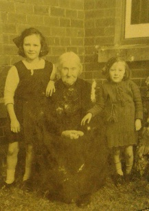 Family, c. early 1920s (Family Photographs & how to date them by Jayne Shrimpton)